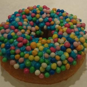 Munk med Blåbärsglasyr och Tutti Frutti Crisp
