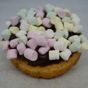 Munk med Chokladglasyr och Minimarschmallows